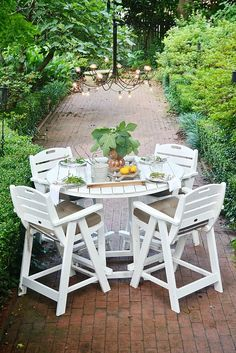 This summer patio table and DIY outdoor chandelier are great for a summer garden party! garden spectacular, summer gardens, garden parties