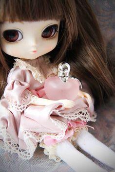 Yeolume Nina RIcci doll