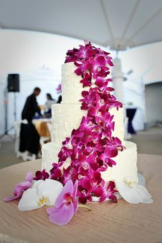 Orchids #weddingcake #purple