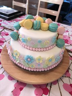 Flowers and macarons on a cake