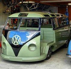 Vw T1 Camper, Vw Bus T2, Volkswagen Minibus, Volkswagen Transporter, Campers, Vw Classic, Classic Trucks, Samba, Truck Roof Rack