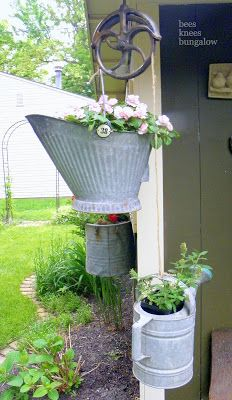Love the pulleys and planted galvanized containers