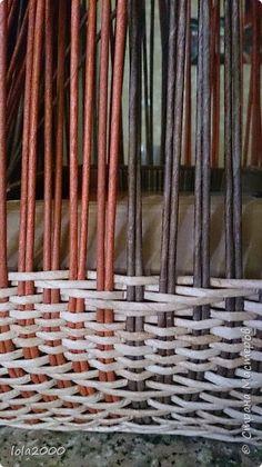 Здравствуйте дорогие жители любимой страны. Сплела я свой второй пузатик и опять таки с учетом ошибок и трудностей с которыми столкнулась при плетении первого.  фото 15 Paper Weaving, Diy And Crafts, Basket, Texture, Beads, Kos, Design, Newspaper Art, Craft