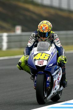 Valentino Rossi Photos - Valentino Rossi of Italy and the Fiat Yamaha Team in action during practice of the MotoGP World Championship Grand Prix of Japan in Motegi at Twin Ring Motegi on September 26, 2008 in Motegi, Tochigi, Japan. - MotoGP Of Japan - Practice