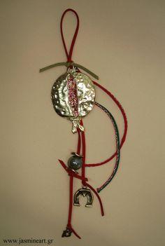 Γούρι 2013 χρυσό ρόδι, τιμή: 15 € Christmas Ideas, Christmas Crafts, Christmas Ornaments, Dream Catcher, Spirit, Holiday Decor, Winter, Home Decor, Winter Time