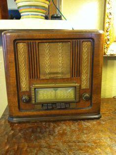 Antique Silvertone Radionet table radio Sears Roebuck model 101611