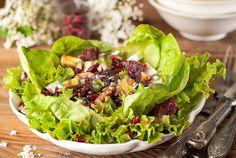 Πράσινη σαλάτα με  φρούτα, κράνμπερι και μανούρι Salad Bar, Cobb Salad, Salty Foods, Food Categories, Greek Recipes, Chutney, Gluten Free Recipes, Lettuce, I Foods