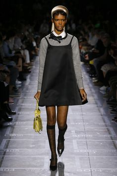 See all the Collection photos from Prada Spring/Summer 2019 Ready-To-Wear now on British Vogue La Fashion Week, Paris Fashion, Runway Fashion, High Fashion, Autumn Fashion, Womens Fashion, Fashion Tips, Fashion Trends, Cheap Fashion