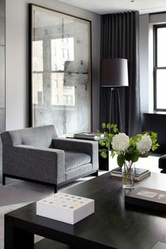 Contemporary living room trends have seen some crazy, bold, and outlandish ideas. However, there are classic modern living room ideas that are making a comeback. They are perfect for homeowners… Living Room Windows, Living Room Grey, Living Room Modern, Living Room Designs, Living Room Decor, Small Living, Contemporary Living Rooms, Contemporary Apartment, Bedroom Modern