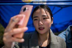 Çin'de bir üniversite, öğrencilerini internette ünlü olabilmek için gerekli yeteneklerle donatmak için özel bir bölüm açtı.