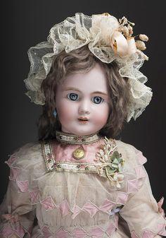 Кукла DEP в старинном платье, высота 61 см, 1900-е годы - на сайте антикварных кукол.