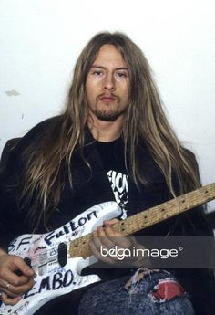 jerry cantrell with guitar Jerry Cantrell, Alice In Chains Songs, Mike Starr, Seattle, Mad Season, Layne Staley, Best Ups, Heavy Metal Music, Progressive Rock