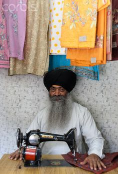Local tailor, India ✿⊱╮♡ ✦ ❤️ ●❥❥●* ❤️ ॐ ☀️☀️☀️ ✿⊱✦★ ♥ ♡༺✿ ☾♡ ♥ ♫ La-la-la Bonne vie ♪ ♥❀ ♢♦ ♡ ❊ ** Have a Nice Day! ** ❊ ღ‿ ❀♥ ~ Mon Sep 2015 ~ ~ ❤♡༻ ☆༺❀ . We Are The World, People Around The World, Sri Lanka, Mother India, Art Tribal, Amazing India, India Culture, India People, India And Pakistan