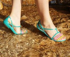 Originální boty Crocs do sucha i do vody najdete na www.different.cz Huaraches, Peeps, Peep Toe, Flats, Shoes, Fashion, Loafers & Slip Ons, Moda, Zapatos
