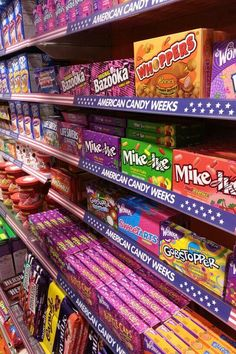 American candy weeks by Jamin Venray.nl American candy weeks by Jamin Venray. Junk Food Snacks, Candy Brands, Spice Cupcakes, Food Goals, Candy Store, American Food, Aesthetic Food, Food Cravings, Candyland
