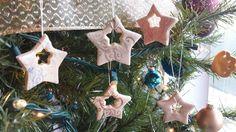 Sterne aus Salzteig ausstechen mit Schnörkel dekorieren
