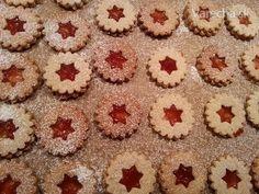 Čo by to boli za Vianoce bez týchto koláčikov?  Pripravte si ich aj vy v zdravšej verzii. Sú vynikajúce. http://recipesbyblueberry.blogspot.sk/2015/12/linecke-kolaciky.html