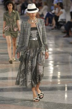 Chanel Resort 2017 Fashion Show - Binx Walton