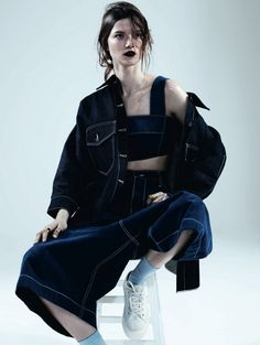 The 'Cool Blue' Dazed & Confused editorial graces the edgy publication's April 2013 issue. Photographer Josh Olins captures top model Kasia Struss in studio as she sports a denim-enriched wardrobe hand-picked by wardrobe stylist Robbie Spencer. Denim Editorial, Editorial Fashion, Fashion Shoot, Estilo Denim, Pose, Outfits Casual, Dazed And Confused, Denim Trends, Lookbook