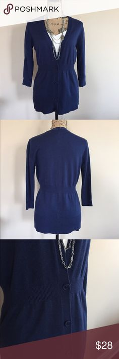 🎀 Navy Ann Taylor cardigan 🎀 Cute navy blue cardigan from Ann Taylor. 3/4 sleeves, button front, ribbing at waist to accentuate your shape! Size M. Excellent condition. Ann Taylor Sweaters Cardigans