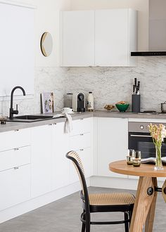 This kitchen costs less than $5k, and is completely DIY! We show you how to renovate your kitchen on a budget without missing out on the little things, visit kaboodle.com.au