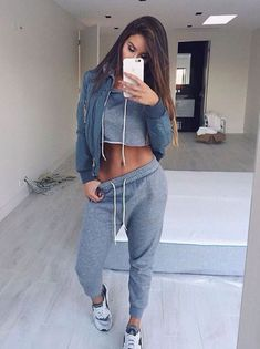 How to wear sweatpants outfits casual lazy days trendy Ideas Lazy Outfits, Sporty Outfits, Mode Outfits, Fashion Outfits, Fashion Trends, School Outfits, Sport Fashion, Womens Fashion, Mode Inspiration