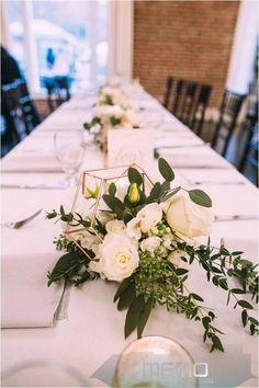White Flower Centerpieces, Greenery Centerpiece, Simple Wedding Centerpieces, Wedding Vases, Wedding Flower Arrangements, Flower Vases, Centerpiece Ideas, Wedding Table Flowers, Flower Table Decorations