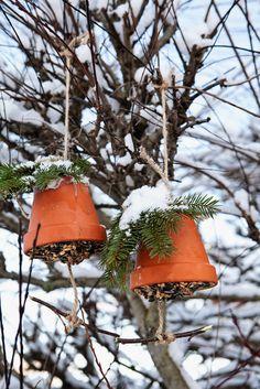 Scandinavian DIY Flowerpot Birdfeeder Bell from Homemade Scandinavian Christmas Handmade Christmas, Christmas Crafts, Christmas Decorations, Holiday Decor, Christmas Porch, Outdoor Christmas, Homemade Bird Feeders, Scandinavian Christmas, Girl Scouts