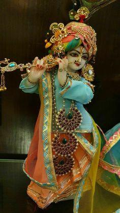 Radha Krishna Songs, Krishna Hindu, Krishna Statue, Baby Krishna, Jai Shree Krishna, Cute Krishna, Radha Krishna Images, Lord Krishna Images, Shiva