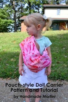 Handmade Martini: Tutorial and Free Pattern Pouch-Style Doll Carrier - so little ones can carry their toy babies Sewing Toys, Baby Sewing, Free Sewing, Pouch Pattern, Free Pattern, Baby Doll Clothes, Baby Dolls, Doll Patterns, Clothing Patterns