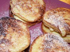 Pre mlsné jazýčky :). Toto je priam expresný recept na lievance. Sú výborné, krehké ahlavne za niekoľko minút :)            Ingrediencie:            500ml pochúťkovej smotany      4 vajíčka      40g cukru      1 vanilkový cukor      Štipka soli      ½ KL prášku do pečiva ... Bagel, Hamburger, Pancakes, French Toast, Bread, Breakfast, Food, Crepes, Griddle Cakes