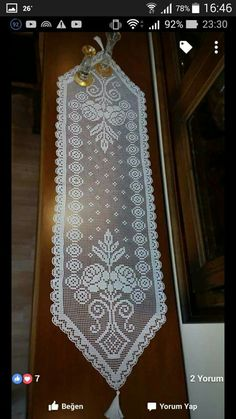 This Pin was discovered by Sıd Crochet Table Runner, Crochet Tablecloth, Crochet Doilies, Diy Bow, Diy Ribbon, Crochet Mandala, Filet Crochet, Yarn Crafts, Table Runners