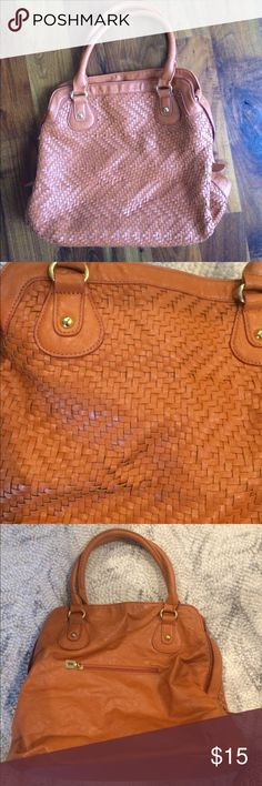 "Orange handbag Orange ""leather"" handbag. Weave pattern in front - very ""Cole Haan"" looking in that regard. Nice size. Used minimally, so in great condition. I am typically a neutral person so I was trying to expand my horizons with the orange - but then didn't really use it! :-) I don't know brand - not designer, but made well and will be great for the fall! Bags Shoulder Bags"
