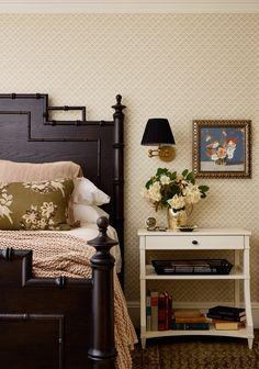 Уэлсли, Массачусетс - Кэти Розенфельд и компания Vintage Dressing Tables, Traditional Bedroom, Guest Bedrooms, Modern Bedroom, Master Bedroom, Wall Colors, Zen, Living Room, House