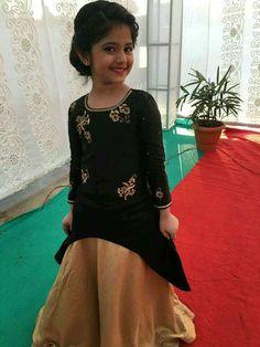 Different types of kids lehenga choli designs - ArtsyCraftsyDad Kids Indian Wear, Kids Ethnic Wear, Kids Lehenga Choli, Kids Dress Patterns, Choli Designs, Dress Designs, Kids Gown, Kids Frocks, Kids Wardrobe