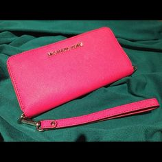 Michael Kors Tech IPhone Wristlet Wallet Classy, quality...Michael Kors! Michael Kors Bags Clutches & Wristlets