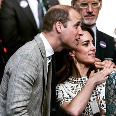 The Duke and Duchess of Cambridge Watch the Men's Final between Andy Murray and Milos Raonic at Wimbledon #royals #Wimbledon