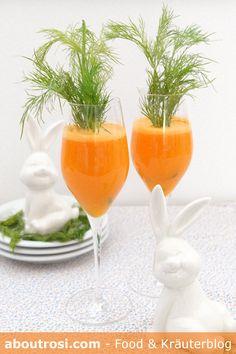 Idee für den Osterbrunch! Das Osterfest rückt immer näher! Osterlamm, Osterschinken, Ostereier, Osterhasen, Osterkuchen, Ostermuffins,… puhh … habt ihr schon das richtige Menü für eure Gäste kreiert? Für den Farbklecks am Ostertisch sorgt bei mir heuer dieser bunte Orangen-Karotten Saft im Osterdesign! Alcoholic Drinks, Orange, Rose, Glass, Blog, Easter Pie, Carrots, Pink, Drinkware