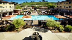The Meritage Resort and Spa Napa, CA: The newly renovated pool is a great place to catch some sun or lounge in a cabana with a drink.