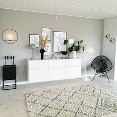 32 Cozy Beach House Interior Design Ideas You'll Love this Summer - The Trending House Appartement New York, Home Bedroom, Bedroom Decor, Living Room Decor, Living Spaces, Minimalist Room, Home Interior Design, Nordic Interior, Interior Sketch