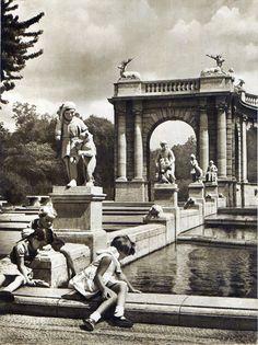 Berlin, Märchenbrunnen Friedrichshain, 1952.