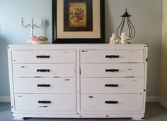 Painted furniture -  Shabby distressed white dresser