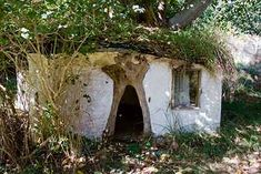 Potter Wayne Ngan's hobbit-like playhouse for his kids