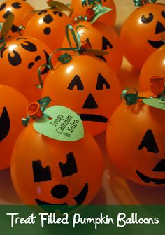 These cute treat filled pumpkin balloons are a fun Halloween treat for kids to hand out to friends. A fun idea for a Halloween classroom party! Spooky Halloween, Theme Halloween, Halloween Treats For Kids, Holidays Halloween, Happy Halloween, Halloween Balloons, Halloween Birthday Parties, Diy Halloween Goodie Bags, Holloween Ideas For Kids