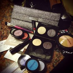 Date night dilemma solved: the Sephora Collection Custom Palette let's me choose JUST the shades I need for an evening outing. Not to mention the 'Smoke Machine' brush set makes a chic little clutch... #sephora #dailyobsessions