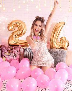 grown up birthday photoshoot Birthday Goals, Birthday Pins, 24th Birthday, Birthday Celebration, Girl Birthday, Birthday Cakes, Tumblr Birthday, Cute Birthday Pictures, 21st Birthday Decorations