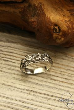 Acorns on a branch wedding band by WeddingRingsStore. Oak leaves wedding ring, Unique tree bark band, Wild nature ring, Sterling silver band, Anniversary gift #Engagementrings #Engagement #weddingideas #silverring