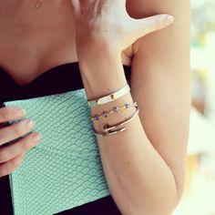 Green snake leather clutch and Cartier Clou bracelet  #todaysdetails #ootd #brazil