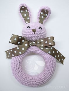 sonajero amigurumi conejo Crochet Baby Toys, Crochet Baby Booties, Crochet Animals, Crochet Dolls, Easy Crochet Patterns, Amigurumi Patterns, Crochet Quilt, Knit Crochet, Crochet Bunny