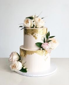 A delicious cake is the sweetest ending to a perfect wedding celebration. If you're looking for wedding cake inspiration, browsing through wedding cake pictures. Gold Leaf Cakes, Gold Cake, Gold Foil Cake, 2 Tier Wedding Cakes, Wedding Cake Designs, Pretty Cakes, Beautiful Cakes, 50th Wedding Anniversary Cakes, Wedding Cake Inspiration